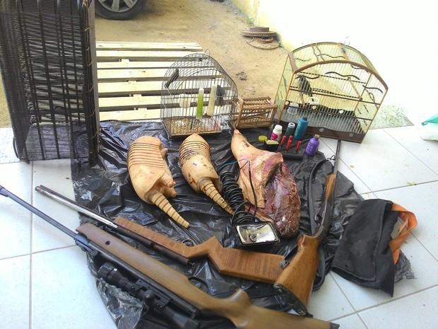 Mulher é detida com carne de caça e armamento no Espírito Santo. Foto: Divulgação/Polícia Ambiental