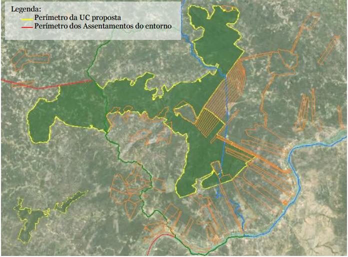 O perímetro da unidade de conservação. As linhas laranjas marcam os assentamentos existentes no local. O que está sobreposto aos limites do refúgio entraria como reserva legal dos assentamentos.