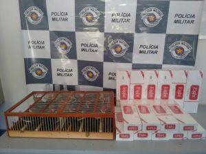 Além das aves, homem estava com cigarros contrabandeados. Foto: Polícia Rodoviária/ Divulgação