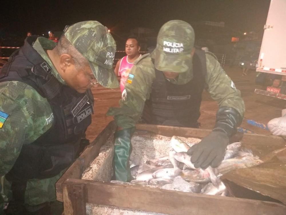 Militares durante fiscalização em portos no estado — Foto: Batalhão Ambiental/Divulgação